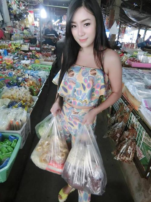 co-chu-quan-an-thai-lan-hut-khach-nho-voc-dang-boc-lua-3
