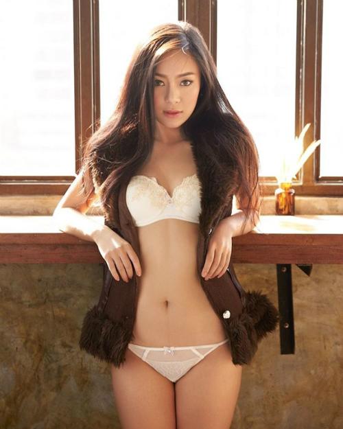 Trở thành người mẫu chụp hình gợi cảm, độ nổi tiếng của Rot Jib ngày càng tăng   và lan sang Trung Quốc, Hong Kong, Đài Loan. Facebook của Rot Jib có hơn   26.000 người theo dõi.