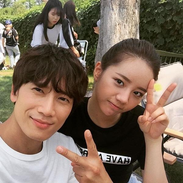 sao-han-17-6-park-shin-hye-cuoi-suong-khi-duoc-xoa-dau-sulli-khoe-nguc-day-4