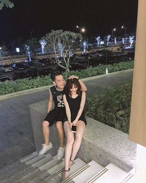 """Phở gọi bạn gái Sun Ht với cái tên """"bé"""" dễ thương. Anh chàng dẫn người yêu đi ăn muộn sau khi hoàn thành xong việc."""
