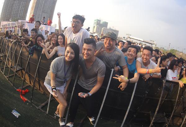 Đêm nhạc có sự xuất hiện của nhiều DJ đến từ Việt Nam nhưcặp đôi DJ1oaK  Tio & Lại Thanh Hương