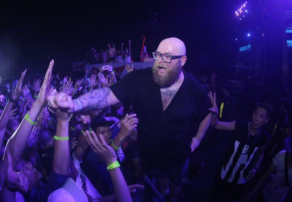 Party có sự tham gia của các DJ là huyền thoại hàng đầu thế giới nhưYVES V, Alex M.O.R.P.H va Ashley Wallbridge