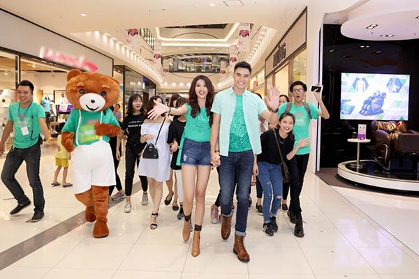 Cuối tuần qua, Quỳnh Châu có mặt tại Hà Nội tham dự một sự kiện kết hợp buổi giao lưu cùng các khán giả hâm mộ. Đây là lần đầu tiên Quỳnh Châu tổ chức họp fan tại thủ đô Hà Nội.