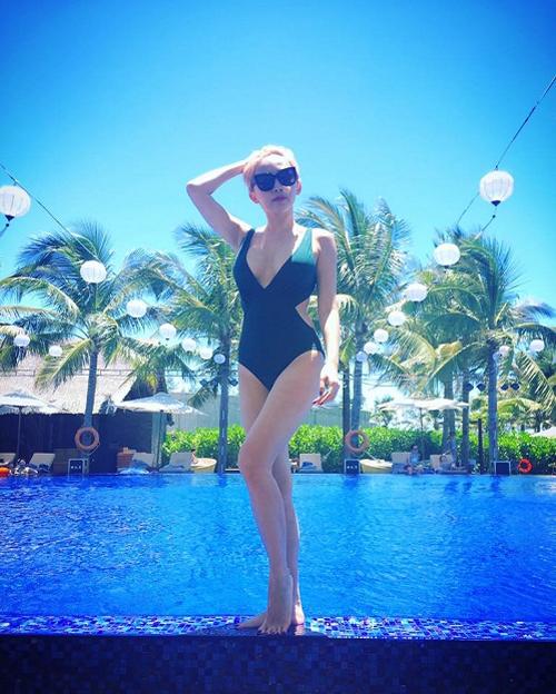 Nữ ca sĩ Tóc Tiên vừa khoe những hình ảnh tuyệt đẹp khi mặc bikini trong chuyến nghỉ mát tại Đà Nẵng. Giọng ca Ngày mai xứng đáng được coi là một trong những mỹ nhân gợi cảm nhất showbiz Việt hiện nay.