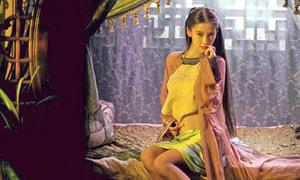 Y phục hở táo bạo của mỹ nhân cổ trang Hoa ngữ
