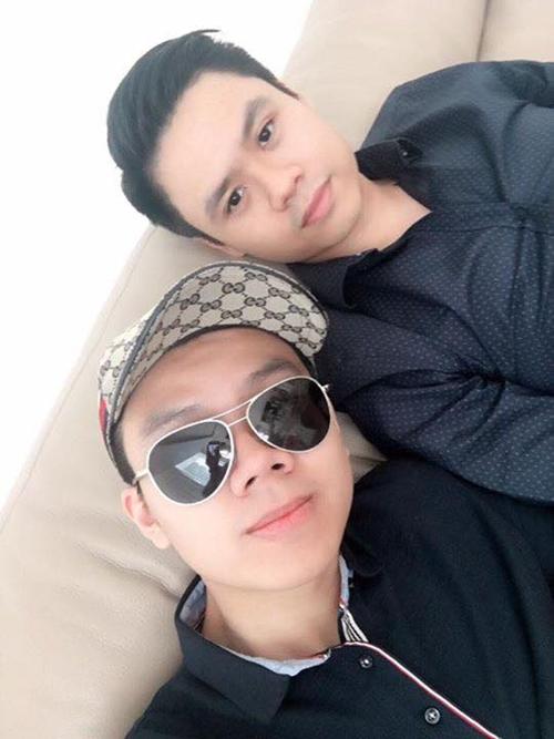 Em trai Phan Thành (người yêu cũ hot girl Midu) tên là Phan Hoàng. Anh chàng này sở hữu niềm đam mê với xế hộp sang chảnh không hề thua kém anh trai. Trên trang cá nhân, Phan Hoàng thể hiện mình là một thiếu gia có cuộc sống vương giả, khiến nhiều người ghen tỵ.