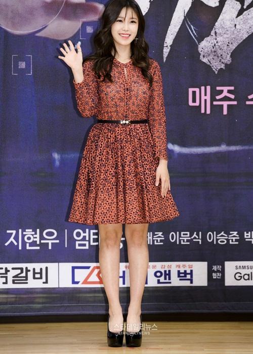 kpop-style-21-6-hyorin-sieu-vong-3-son-ye-jin-lo-dau-vet-tuoi-tac-4