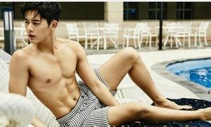 8 mỹ nam Kpop sở hữu 'mặt học sinh, thân hình phụ huynh'