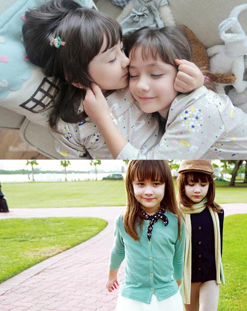 Cách đây ít năm, Naomi và Lisa là cặp song sinh rất nổi tiếng trong giới ulzzang   nhí ở Hàn. Sở hữu vẻ ngoài xinh xắn nhờ dòng máu lai và gu mặc sành điệu trong   các bộ ảnh thời trang, 2 chị em từng gây sốt trên mạng nhiều nước châu Á.