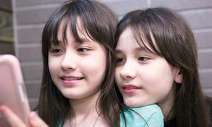 Vẻ đẹp thiếu nữ của cặp song sinh lai Mỹ - Hàn nổi tiếng một thời