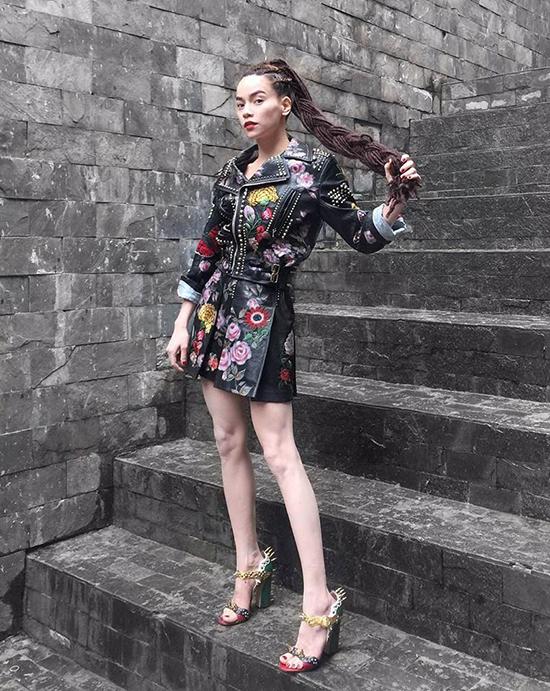 sao-style-25-6-phuong-trinh-di-tap-cung-dep-quynh-chau-chan-dau-khong-ngai-giay-cao-1