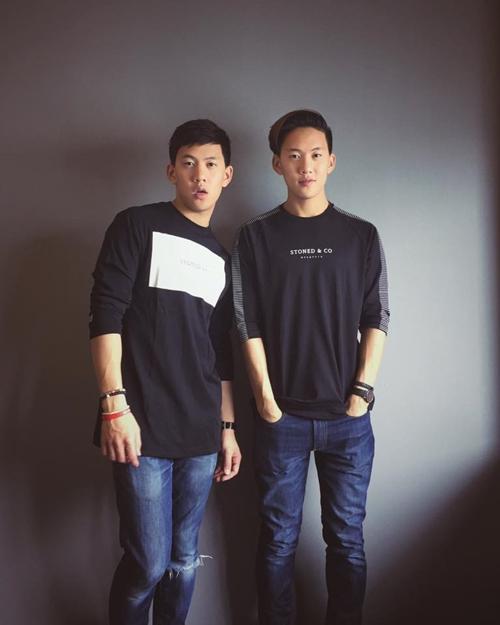 Hiện hai anh em song sinh gốc Việt đang sống ở Mỹ.