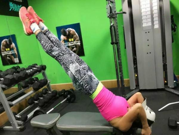 Cô Ye Wen dành khoảng 2 tiếng đồng hồ mỗi ngày cho việc rèn luyện sức khỏe.   Theo cô, người bình thường có thể nghĩ ngày nào cũng bỏ ra 2 tiếng để tập   luyện thì rất phí thời gian, tuy nhiên việc rèn luyện như vậy có lợi ích rất lớn đối   với trạng thái cơ thể, chức năng tim phổi cũng như cải thiện tâm trạng.