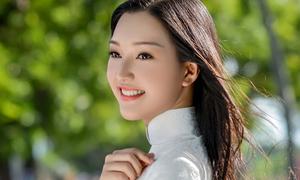 'Nàng thơ xứ Huế' đẹp không góc chết với áo dài trắng