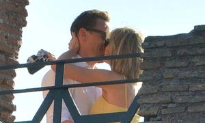 Những khoảnh khắc đáng ghen tỵ của Taylor Swift, Tom Hiddleston