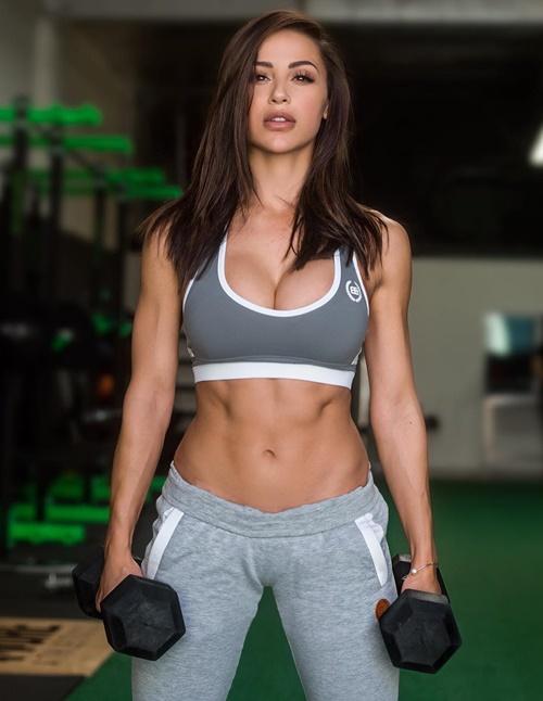 6-nu-hoang-phong-gym-mat-dep-dang-sexy