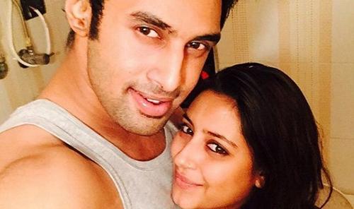 Pratyusha Banerjee và bạn trai Rahul Raj Singh khi cô còn sống.