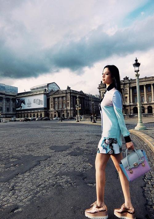 Huyền Baby tiếp tục có chuyến du lịch sang chảnh, và lần này là thả dáng trên đường phố Paris.
