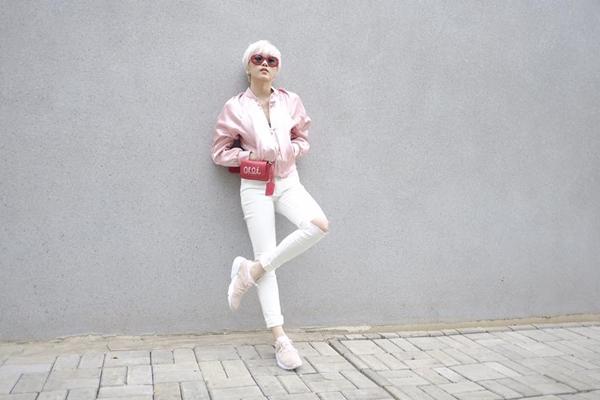 Thiều Trâm cá tính với trang phục hồng