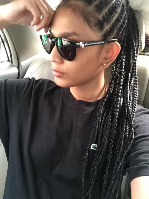 Mái tóc được tết cầu kỳ trông đầy sự cá tính của Trương Thị May.