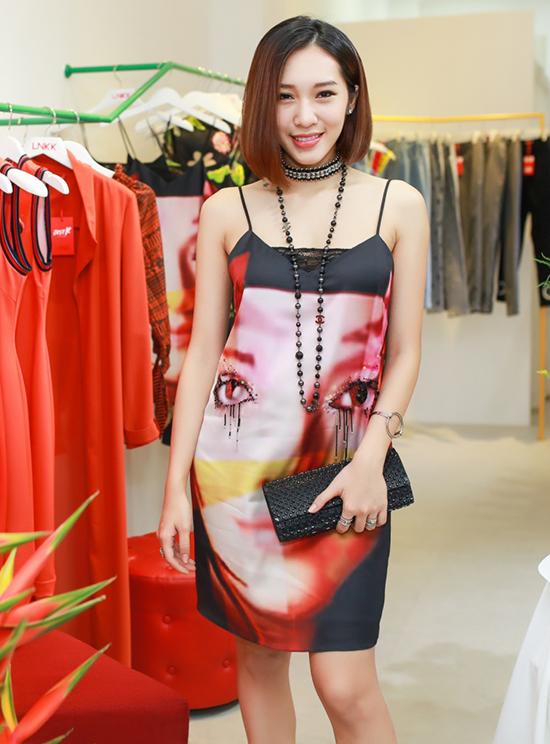 phuong-mai-toc-trang-xoa-emily-mac-do-ngu-di-su-kien-2