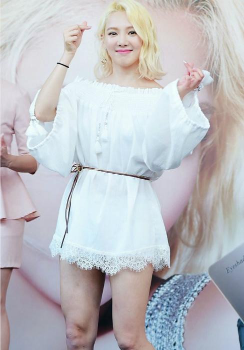 kpop-style-5-7-tiffany-chan-tong-teo-krystal-mac-mot-giau-quan-4