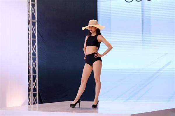 nguc-phang-chan-ngan-an-nguy-trong-the-nao-khi-dien-bikini-9