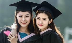 Lễ tốt nghiệp toàn mỹ nữ của 'lò đào tạo minh tinh' Trung Quốc