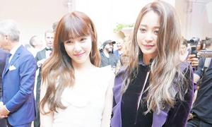 Sao Hàn 8/7: Tiffany bị nghi 'dìm' đàn chị, Victoria khoe chân trắng nuột