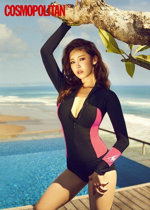 mot-ao-tam-kin-bung-soan-ngoi-bikini-2-manh-tren-tap-chi-han-6