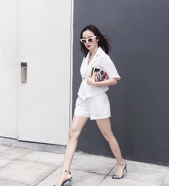 sao-style-11-7-linh-rin-sang-chanh-emily-mac-quan-shorts-ngan-nhu-noi-y-3