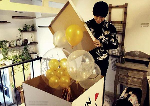 Cuối tuần qua cũng là dịp sinh nhật tuổi 25 của Gil Lê. Fan của nữ ca sĩ bất ngờ tặng quà sinh nhật khiến cô không khỏi xúc động.