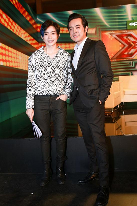 Tại sự kiện, Gil Lê chụp ảnh thân thiết cùng giám khảo Dương Khắc Linh. Nữ ca sĩ và nam nhạc sĩ ngoài đời thân thiết như anh em.