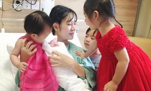 Vợ Lý Hải sinh bé thứ tư là con trai