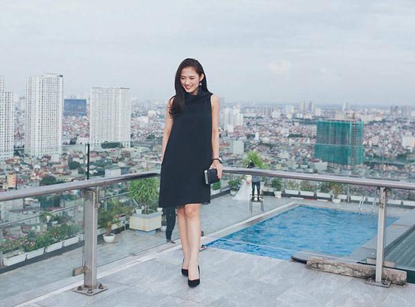 sao-style-13-7-ngoc-trinh-phanh-co-ao-sexy-thuy-top-khoe-nguc-khung-tren-pho-4