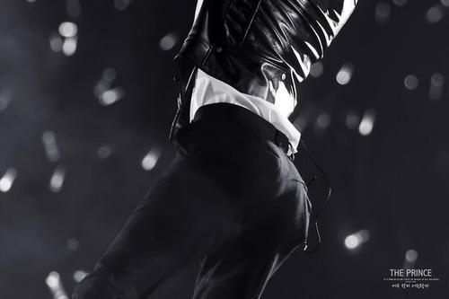 Bờ mông vĩ đại của Se Hun được fan săm soi mọi lúc, kể cả khi thực hiện những động tác vũ đạo dày công thì& mông mới là tất cả.