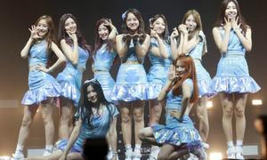 Sao Kpop 'tiết kiệm chi phí' với đồ diễn xấu tệ, nghi vấn đạo nhái