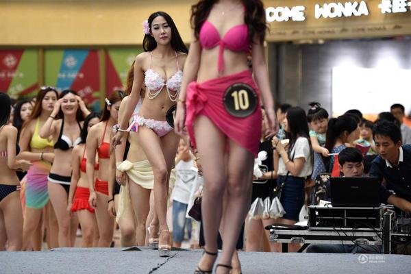 Cuộc thi người mẫu ngực chọn người chiến thắng trên tiêu chí vẻ đẹp khỏe mạnh,   tự tin.