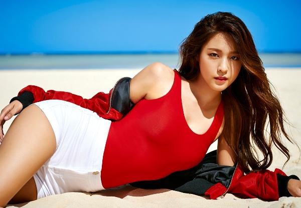 Seol Hyun dẫn đầu danh sách với tỷ lệ bình chọn là 32.7%. Thành viên AOA nổi tiếng là một trong những nữ idol sở hữu thân hình đẹp nhất Kpop. Cô nàng là mẫu ảnh, quảng cáo rất được yêu thích tại Hàn nhờ gương mặt đẹp, thân hình nóng bỏng. Seol Hyun còn là nữ thần trong cộng đồng fan nam, từng đứng nhất danh sách idol nữ Hàn được phái mạnh yêu thích.