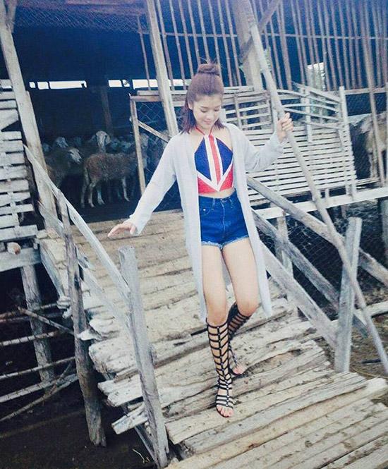 sao-style-14-7-ha-lade-sang-chanh-sam-kelly-khoe-chan-trang-non-4