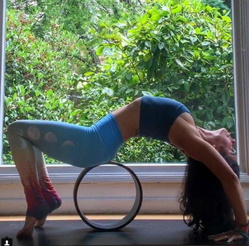 phu kien yoga nao dang hot nhat tren instagram? hinh anh 1