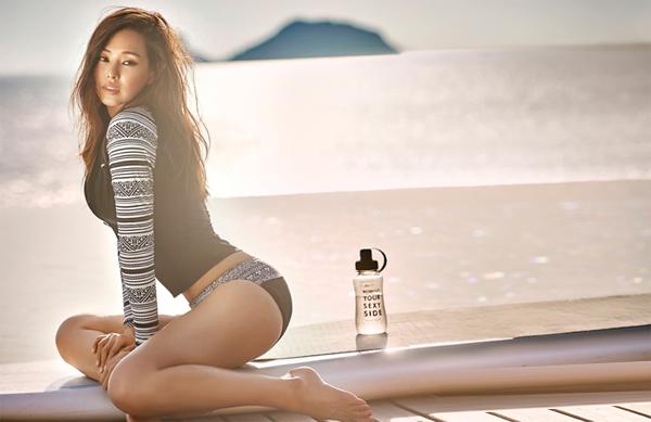 Xếp thứ 3 trong danh sách là Hoa hậu Hàn đẹp nhất thế giới Honey Lee. Hình thể của cô nàng đẹp đến mức được khen là hoàn hảo đến từng centimet. Ngôi sao Robot-Sori thường xuyên khiến công chúng bỏng mắt vì những shoot ảnh khoe đường cong mê người trên các tạp chí danh tiếng.