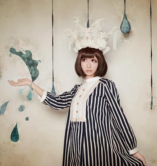 Tani Takuma là nghệ sĩ chuyên giả gái khá có tiếng ở Nhật Bản. Anh hoạt động   trong nhóm nhạc Jikkendai Marmot và luôn xuất hiện trong dáng vẻ một cô gái   đáng yêu.