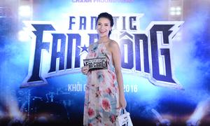 Bà bầu Hồng Quế bế bụng 6 tháng đi xem phim