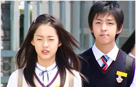 Ki Bum được yêu thích cuồng nhiệt qua vai cậu học sinh trung học có gương mặt baby, tính cách kì lạ trong Ngưỡng cửa cuộc đời, hợp tác cùng Go Ara. Đây được xem là vai diễn thành công nhất trong sự nghiệp diễn xuất của Ki Bum.