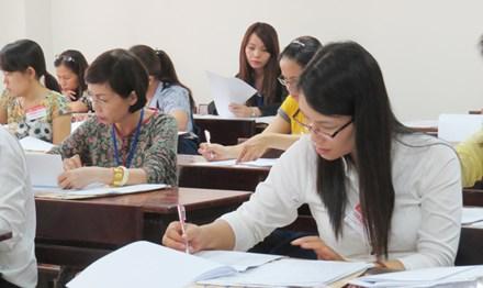 Giám khảo chấm thi tại một cụm thi ở TPHCM.