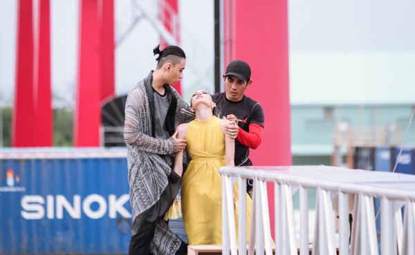 catwalk-do-nhu-khuc-go-hot-girl-1m54-van-vao-nha-chung-next-top-4
