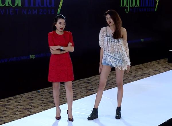 catwalk-do-nhu-khuc-go-hot-girl-1m54-van-vao-nha-chung-next-top-1