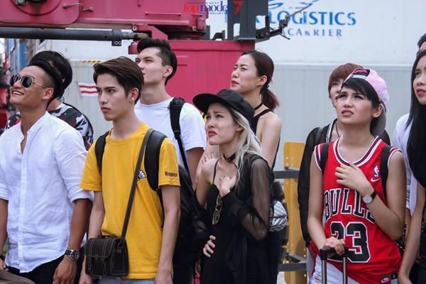 catwalk-do-nhu-khuc-go-hot-girl-1m54-van-vao-nha-chung-next-top-3