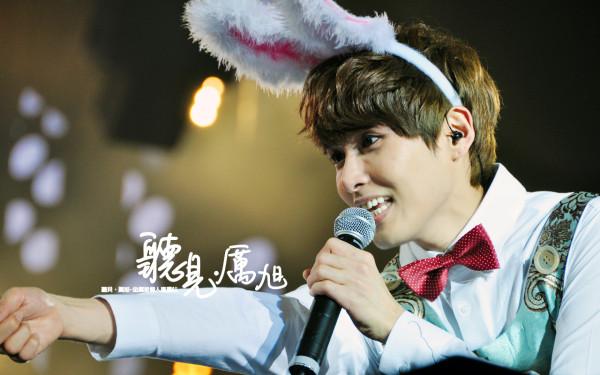 nhung-idol-nam-kpop-dang-yeu-den-la-khi-deo-bom-tho-10